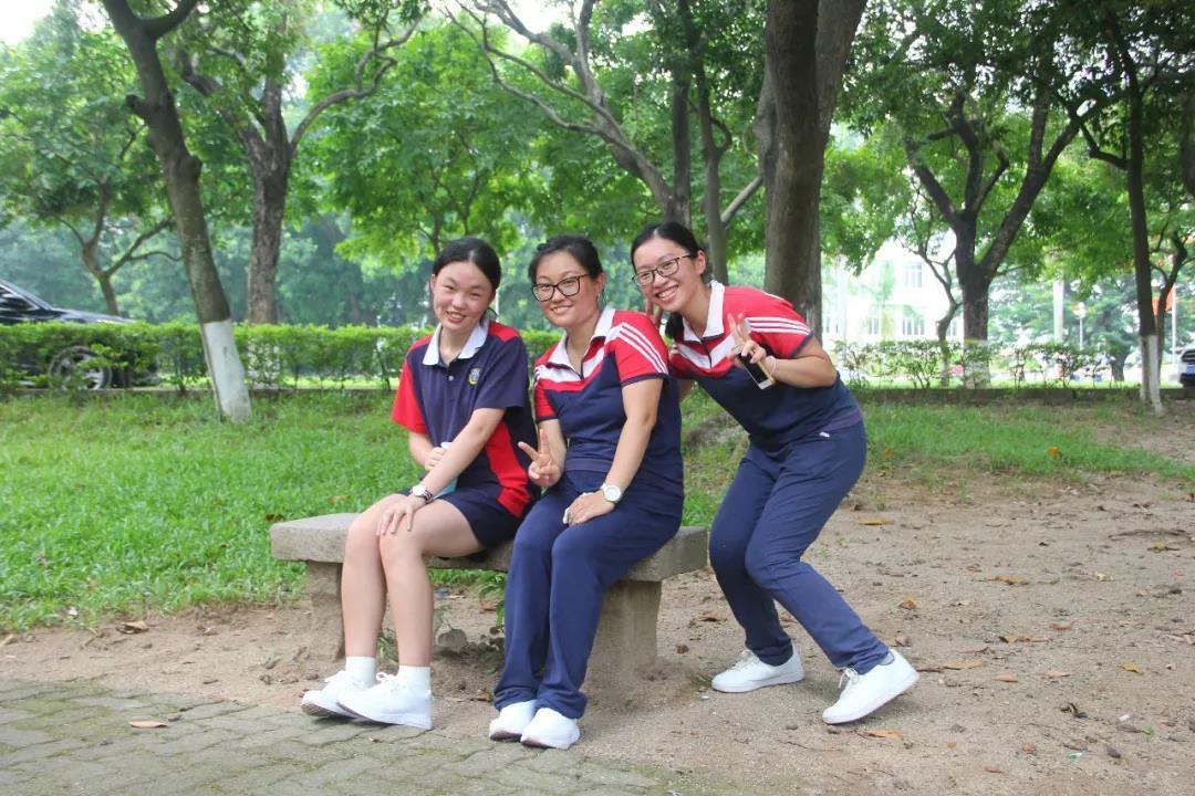 WWW_30CHUN_COM_entering into chun wing international campus walking towards